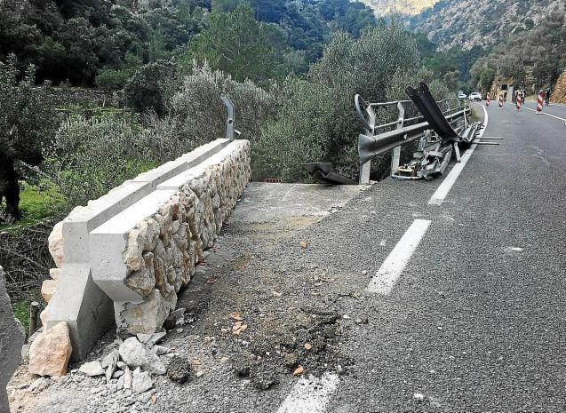 Barrier work on the Soller road in Mallorca