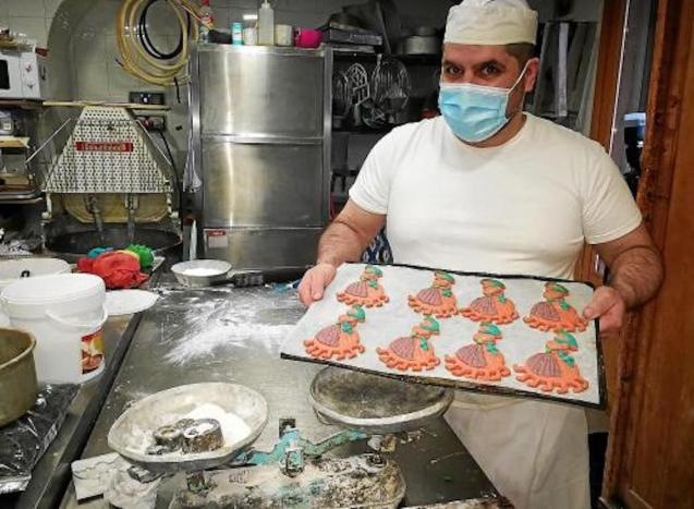 Rafel Solivellas with his Jaia Corema biscuits.