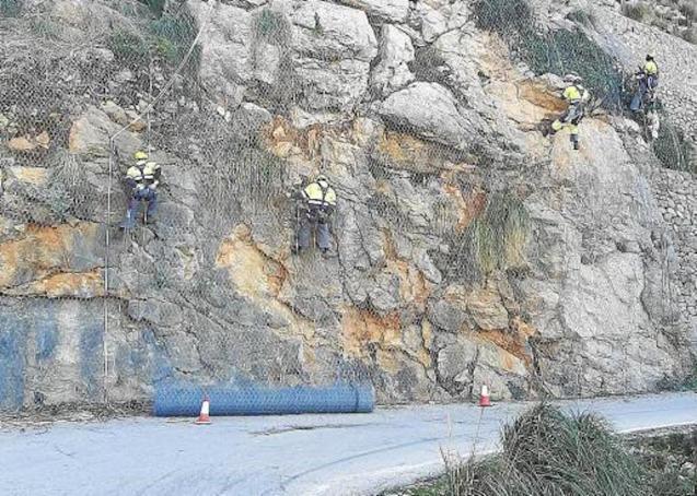 Sa Calobra landslide mesh being installed.