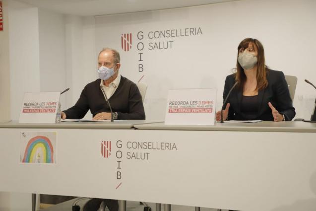 Juli Fuster, director-general of IB-Salut, and Maria Antonia Font, director-general of Balearic public health