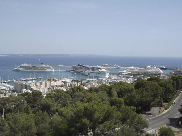 Several cruise ships in port including Explorer of the Seas