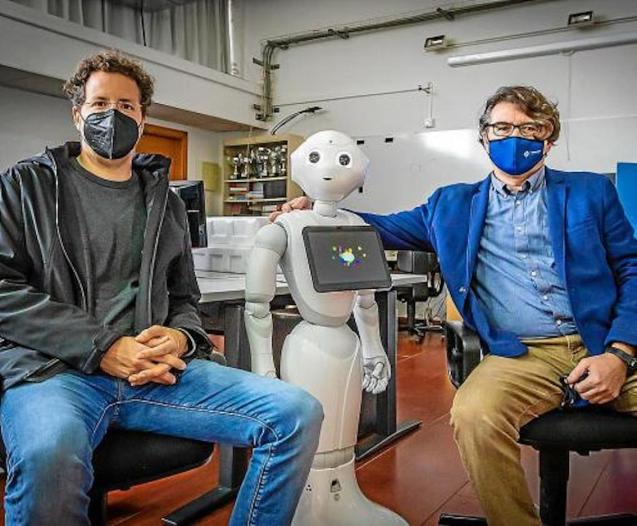 Antoni Jaume & Francisco Perales with a robot at the UIB in Palma.