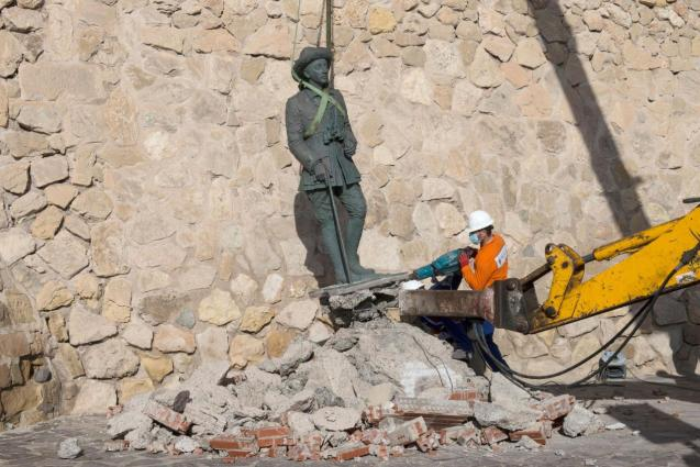 A local worker removes a statue of former Spanish dictator Francisco Franco in Spain
