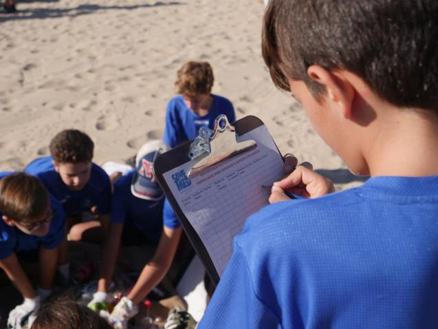 Volunteers to protect the coastline