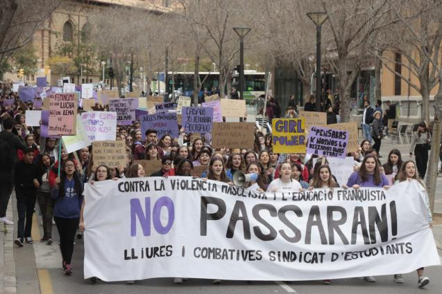Thousands of young women participated in the Women's March in 2020 in Palma