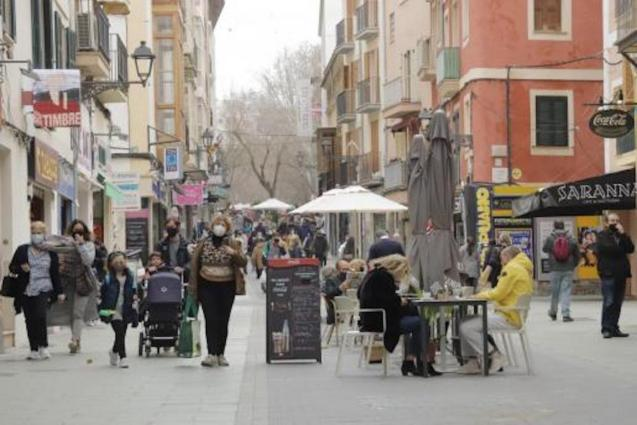 Shoppers in Palma.