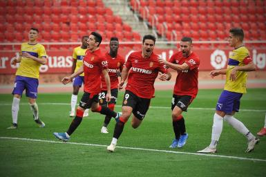 Abdon Prats (9) scores two weeks ago against Almeria.