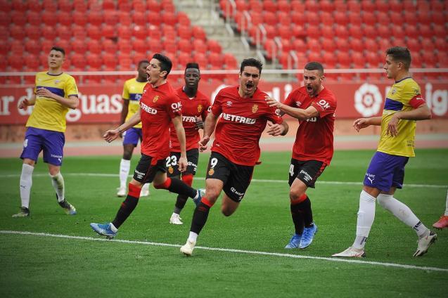 Abdon Prats (9) scores two weeks ago against Almeria