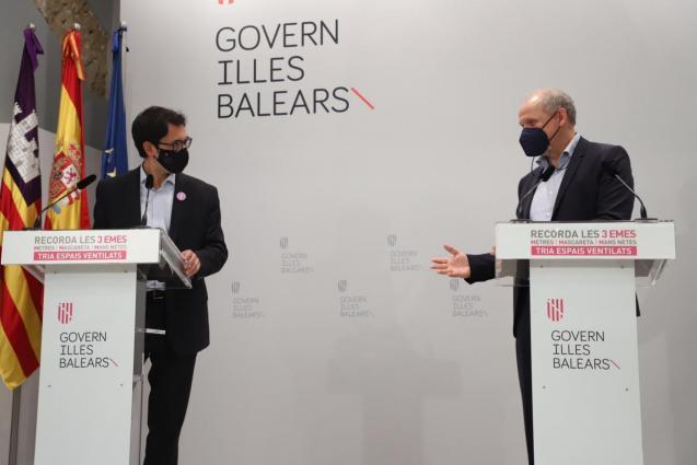 Iago Negueruela, Balearic tourism minister, with Sebastian Ebel of Tui