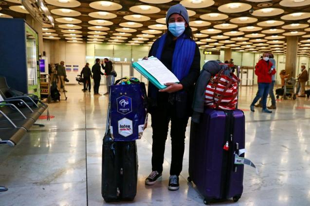 Passenger shows negative PCR test upon arriving in Madrid