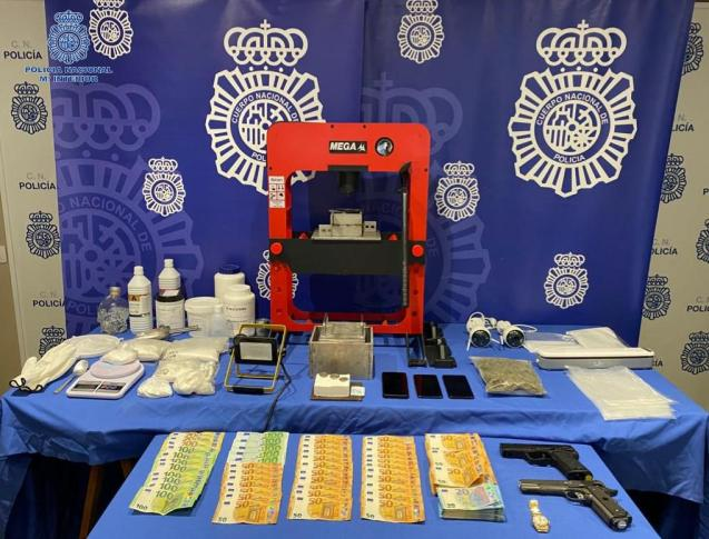 More than a kilogram of cocaine was seized as well as some 40,000 euros in Palma