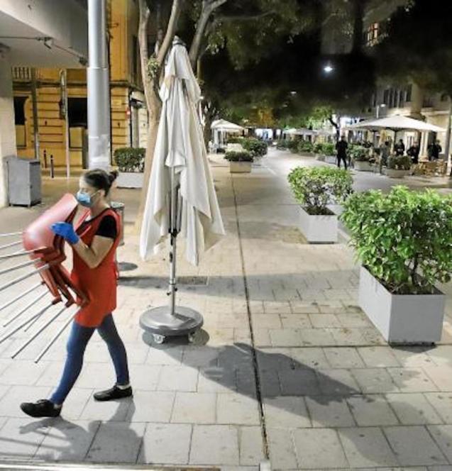 Bars & restaurants must close at 17:00 in Mallorca.