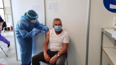 Vaccination at the Manacor Hippodrome.