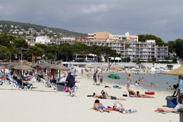 Tourists on Palmanova beach