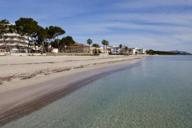 An emply Playa de Muro.