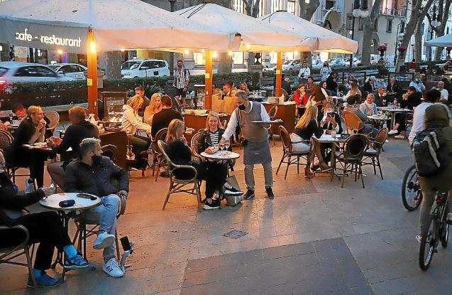 the Balearic restaurant sector has suffered a decrease in turnover of almost 80%