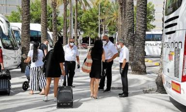 Tourists arriving at Palma Airport. archive photo.