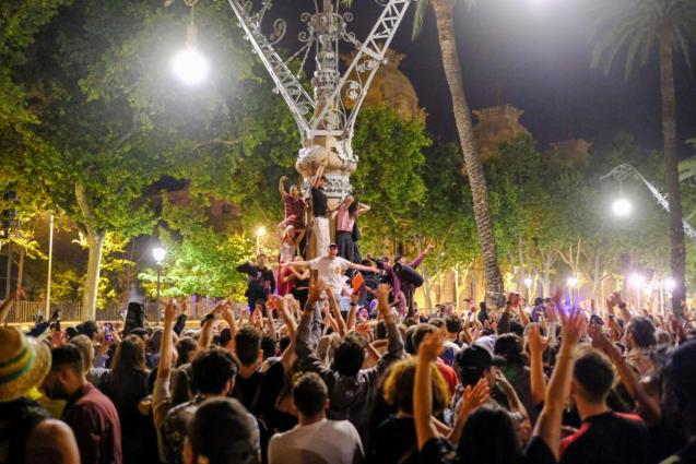 """People gather in a """"macrobotellon"""""""