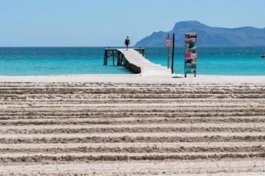 Balearic beaches ready to receive tourists.