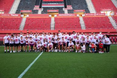 Real Mallorca players and staff in the Son Moix after their return from Tenerife.
