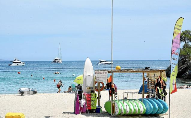 People on the beach in Palmanova.