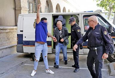 Squatters who occupied apartments in Palma were convicted of extortion.