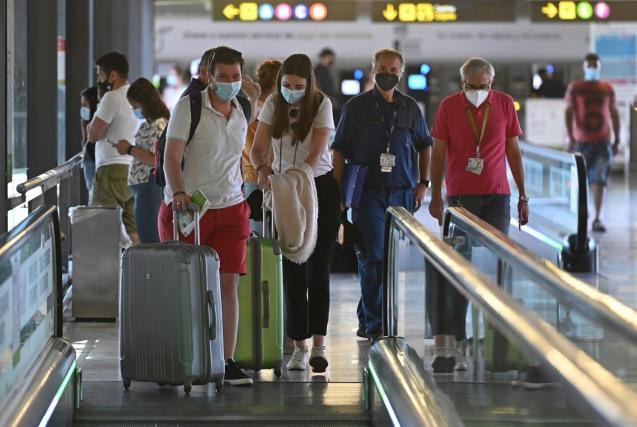 Airport passengers in Spain
