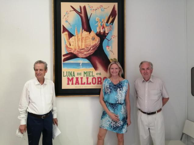 The President of the Majorcan Tourist Board, Meg Gage Williams, Co-Founder of Stick No Bills® and member of the tourist board William Graves yesterday