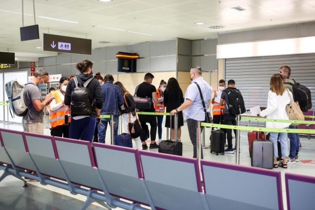 Passengers at airport Covid control