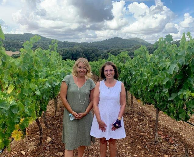 Kristy Kate Brooks and Eve Weiler Kanne, 2Birds Wine Tasting in Mallorca