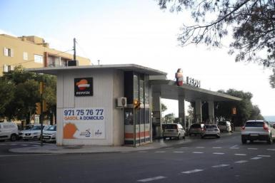 Avinguda Gabriel Alomar i Villalonga petrol station, Palma.