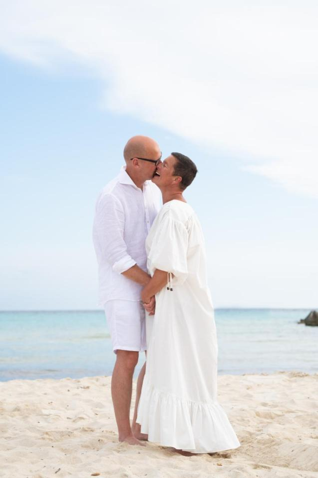 """Jesper and Marielle got to say """"I do"""" on a beach venue just as the original plan"""