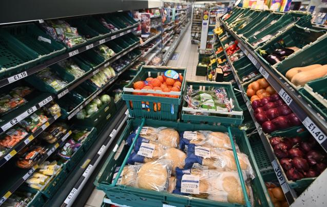 UK supermarkets stuggle with staff shortages due to so called 'pingdemic'