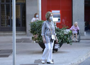 Queen's Sofia last year strolling through Palma streets during her summer holidays.