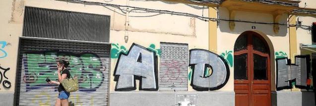 Graffiti in Plaza del Obelisc, Palma.