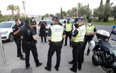 Police on duty in Paseo Maritimo, Palma.