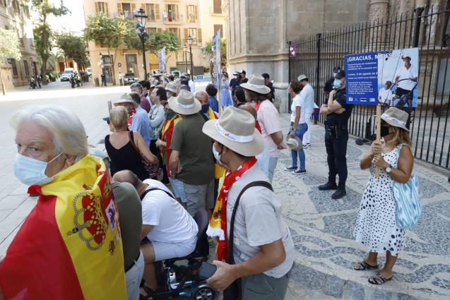 Pro-monarchy supporters in Palma, Mallorca