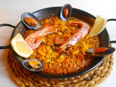 The paella had good seafood flavours.