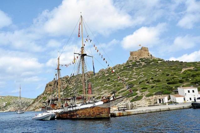 The 'Toftevaag' docked in Cabrera.