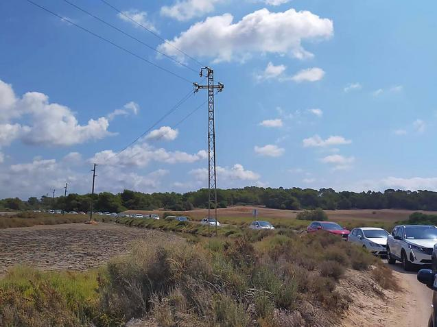 Tailback of cars in Es Trenc, Mallorca