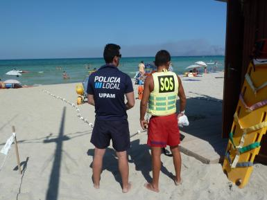A lifeguard and police officer in Playa de Muro.