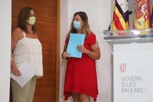 President Francina Armengol of the Balearics (left) with health minister, Patricia Gómez