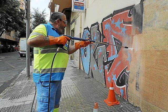 Removing graffiti in Palma, Mallorca