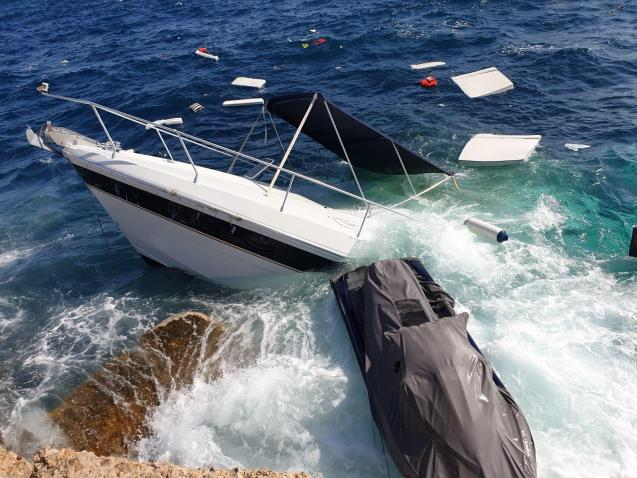 Boat starts to sink after breaking down in Palma Bay, Mallorca