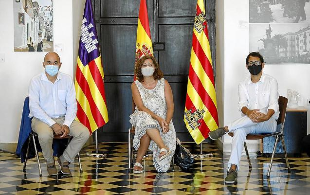 President Armengol of the Balearics (centre) in Ibiza