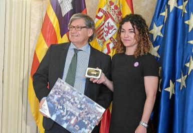 Balearics finance minister Rosario Sánchez with the president of the Balearic parliament, Vicenç Thomàs.