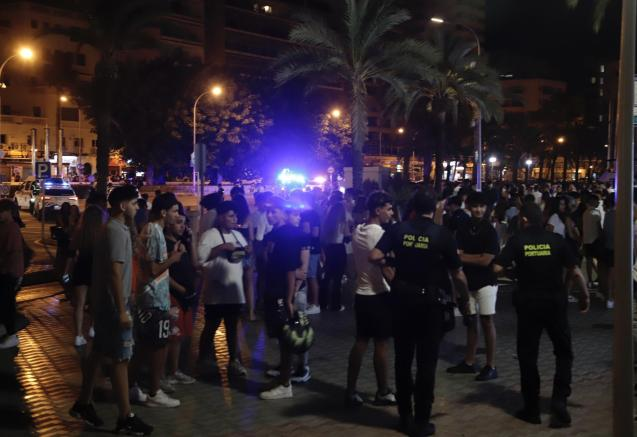 Young people on the Paseo Marítimo in Palma, Mallorca