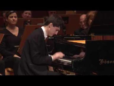 Nikolai Kuznetsov, pianist (winner of the International Piano contest Ricard Viñes) Lucas Macías, director. Orquestra Simfònica del Vallès.