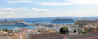 'Norwegian Epic': 'The World': 'Harmony of the Seas' & 'Mein Schiff 6' docked in Palma.