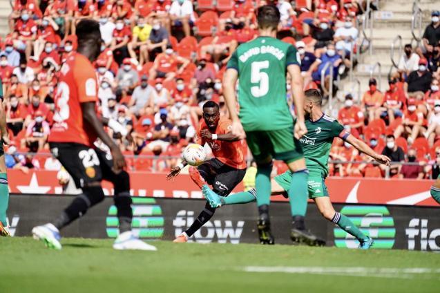 Lago Junior in action for Real Mallorca against Osasuna